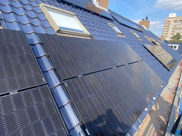 Plaatsing van 7 zonnepanelen in Leidschendam.
