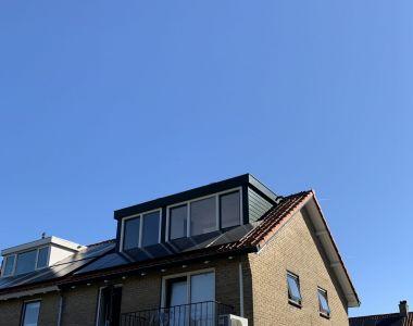 Plaatsing zonnepanelen in Loosdrecht woning-en-schuur-loosdrecht